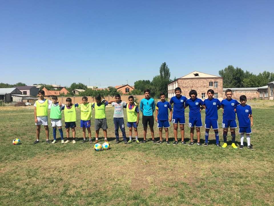 «ՍՕՍ» և «Զովունի» ֆուտբոլային թիմերի մրցում