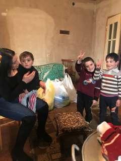 Помощь семяьм, перемещенным из Нагорного Карабаха